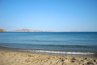 location irini tinos laouti beach