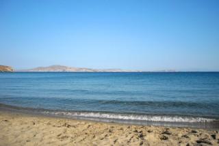 location irini tinos laouti beach